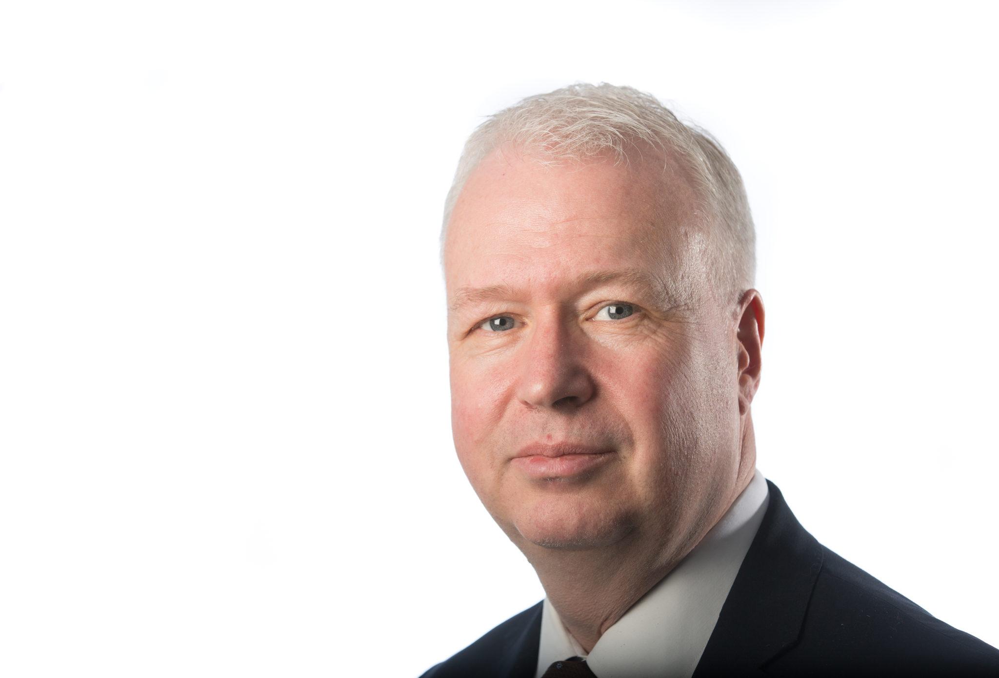 Mark R Finch